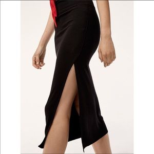 Aritzia Wilfred Free fitted skirt with slit